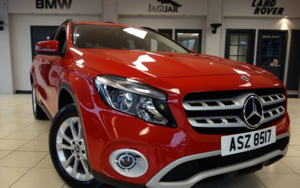 Used 2017 RED MERCEDES-BENZ GLA-CLASS Estate 2.1 GLA 200 D SE 5DR 1 OWNER 134 BHP (reg. 2017-05-18) for sale in Hazel Grove