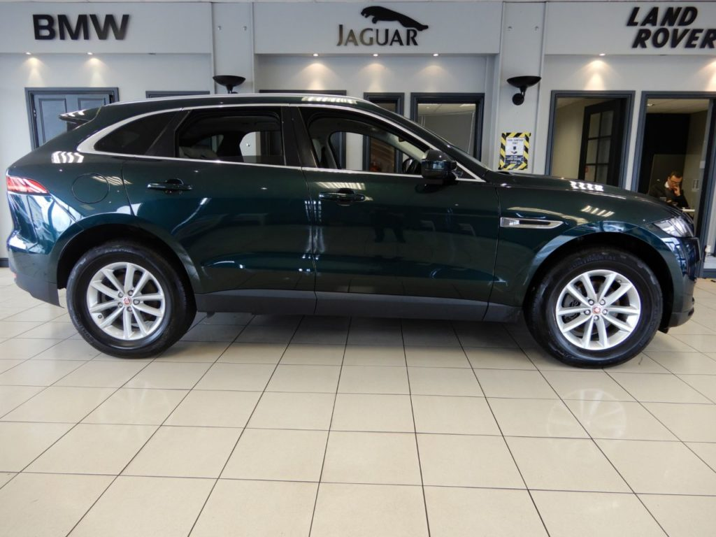 Used 2016 GREEN JAGUAR F-PACE Estate 2.0 PRESTIGE 5d 178 BHP (reg. 2016-09-13) for sale in Hazel Grove