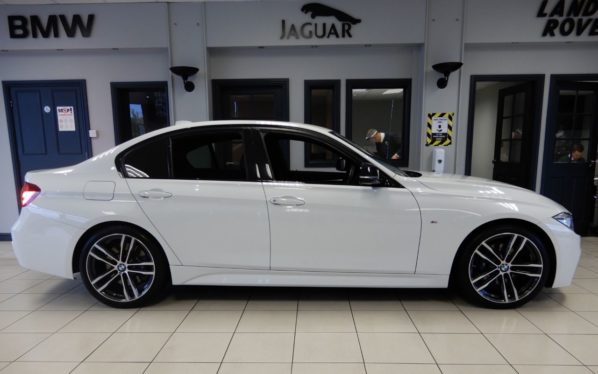 Used 2019 WHITE BMW 3 SERIES Saloon 2.0 320I M SPORT SHADOW EDITION 4d AUTO 181 BHP (reg. 2019-01-31) for sale in Hazel Grove