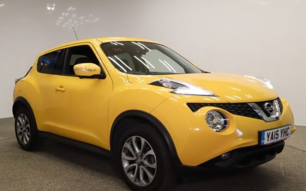 Used 2015 YELLOW NISSAN JUKE Hatchback 1.6 TEKNA XTRONIC 5d AUTO 117 BHP (reg. 2015-07-13) for sale in Manchester