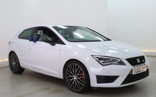 Used 2016 WHITE SEAT LEON Hatchback 2.0 TSI CUPRA 3d 286 BHP (reg. 2016-09-10) for sale in Manchester